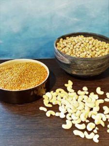 Rote Linsen und Kichererbsen in verschiedenen Schalen. Davor liegen Cashews.